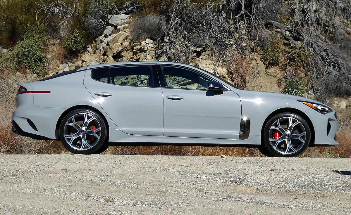 2018-kia-stinger-gt-side-view (1)